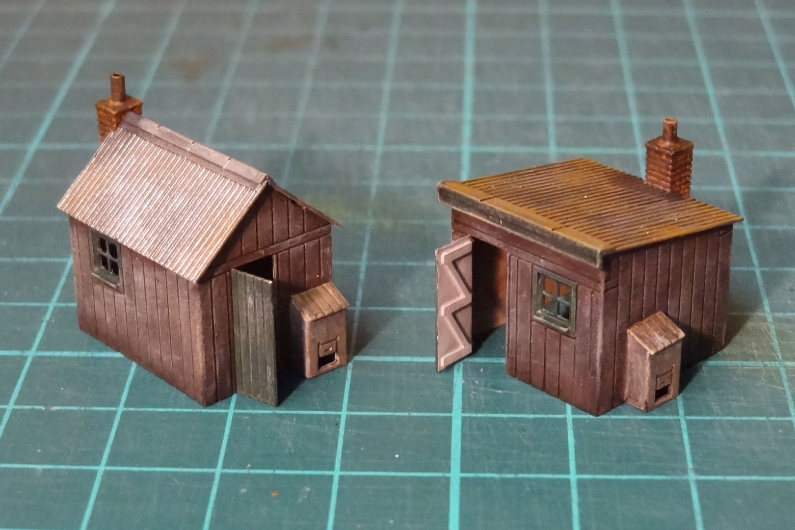 N16 Set of 2 Platelayers Huts