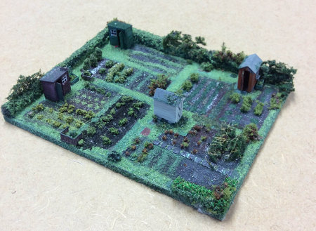 Allotment diorama by Dot Fishwick, at CMW miniatures workshops\\n\\n08/12/2017 16:45
