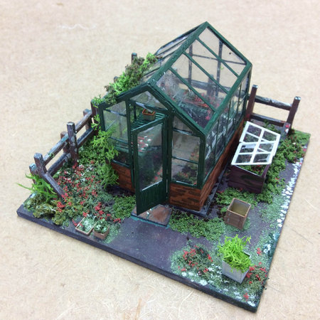 Greenhouse diorama by Dot Fishwick, at CMW miniatures workshops\\n\\n08/12/2017 16:46